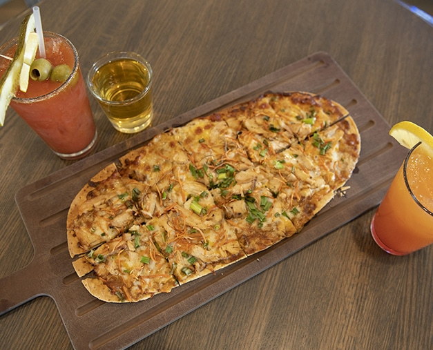 Flatbread pizza and drinks